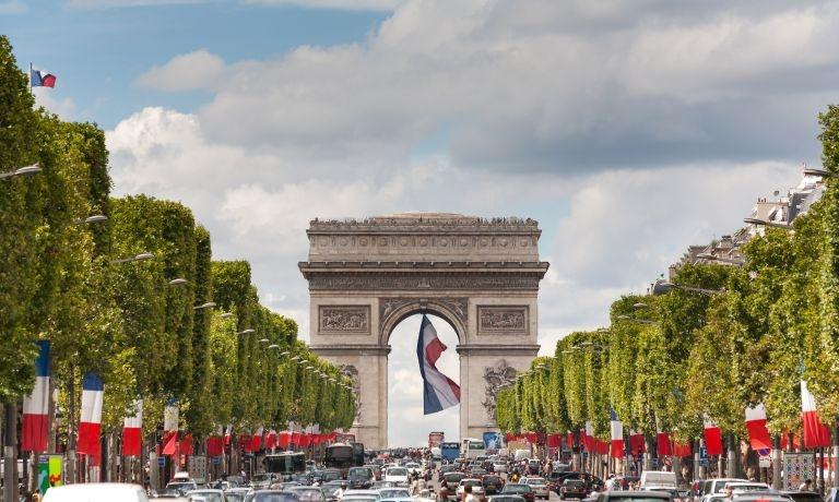 shopping in the avenue des champs elys es district paris select. Black Bedroom Furniture Sets. Home Design Ideas