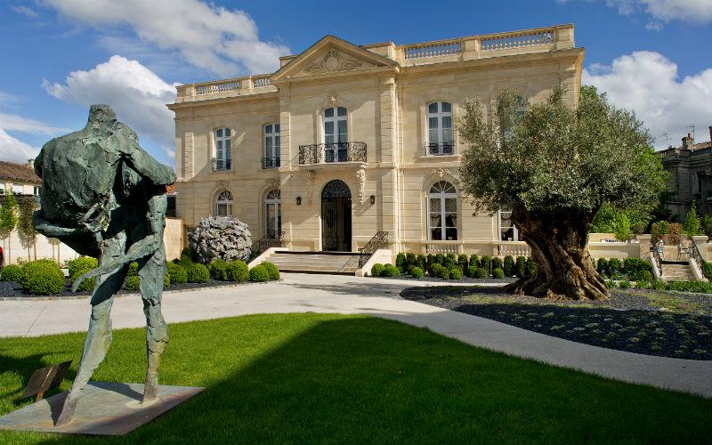 discover the grande maison of bernard magrez paris select. Black Bedroom Furniture Sets. Home Design Ideas